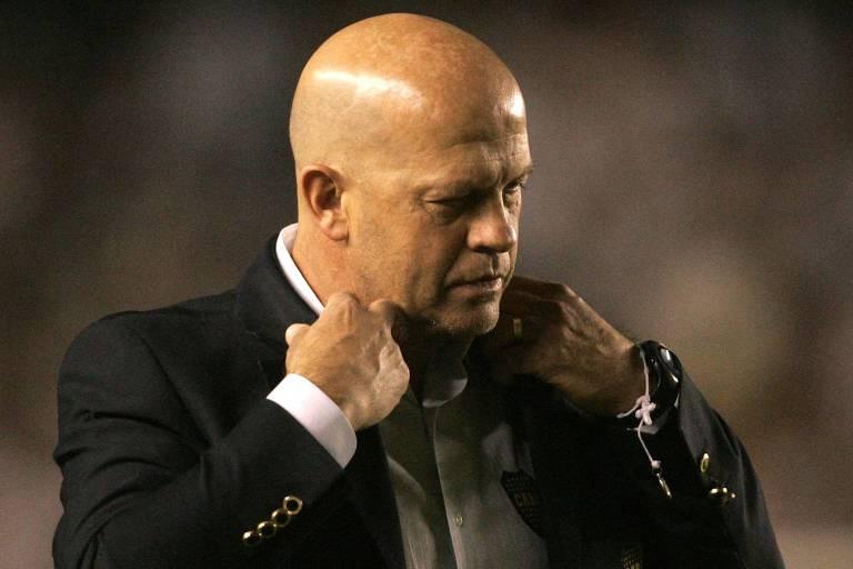 O técnico argentino Carlos Ischia, do Delfín, equipe do Equador