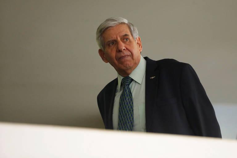 O general Augusto Heleno, ministro-chefe do GSI, antes de evento no Palácio do Planalto em março
