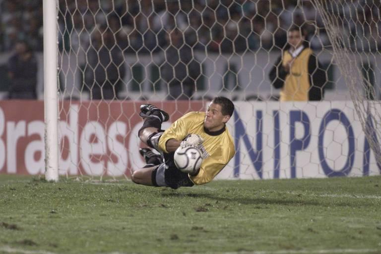 Com dois pênaltis defendidos, Córdoba foi um dos heróis da final da Libertadores de 2000. Ischia estava atrás do gol