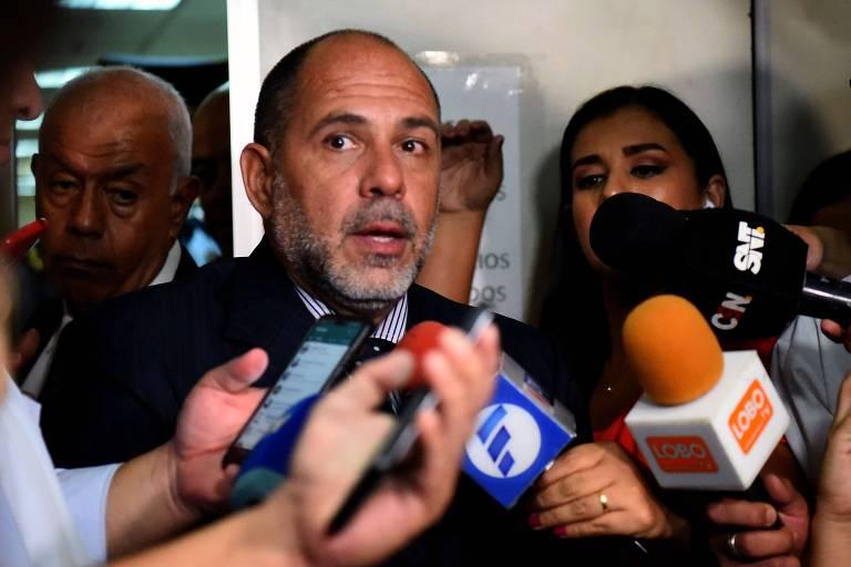O juiz Gustavo Amarilla concede entrevista nesta terça após audiência