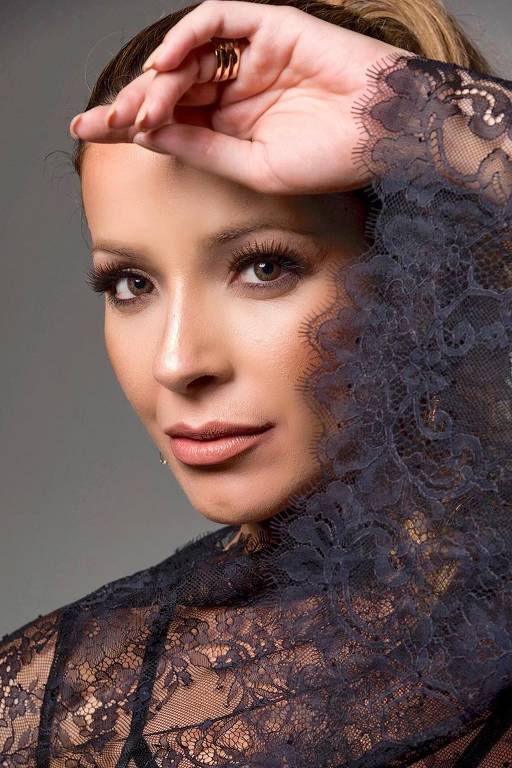 Imagens da atriz Renata Dominguez