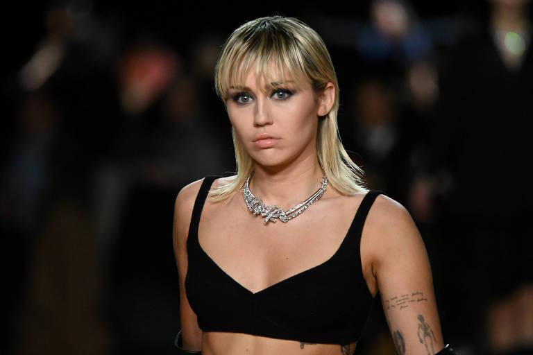 Miley Cyrus em desfile de Marc Jacobs