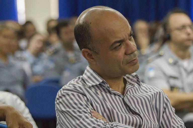 Coronel Íbis Silva Pereira assiste a palestra em 2013 no Rio de Janeiro