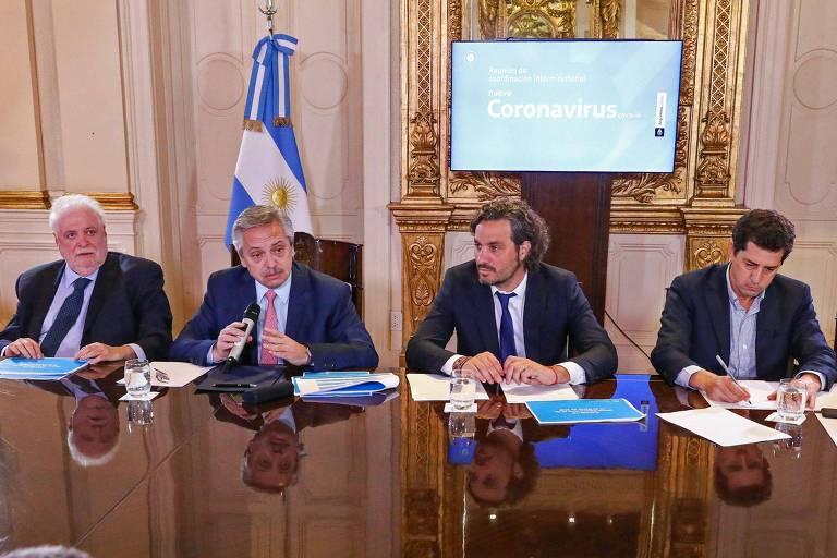 O presidente da Argentina Alberto Fernandez em reunião sobre contenção de casos de coronavírus