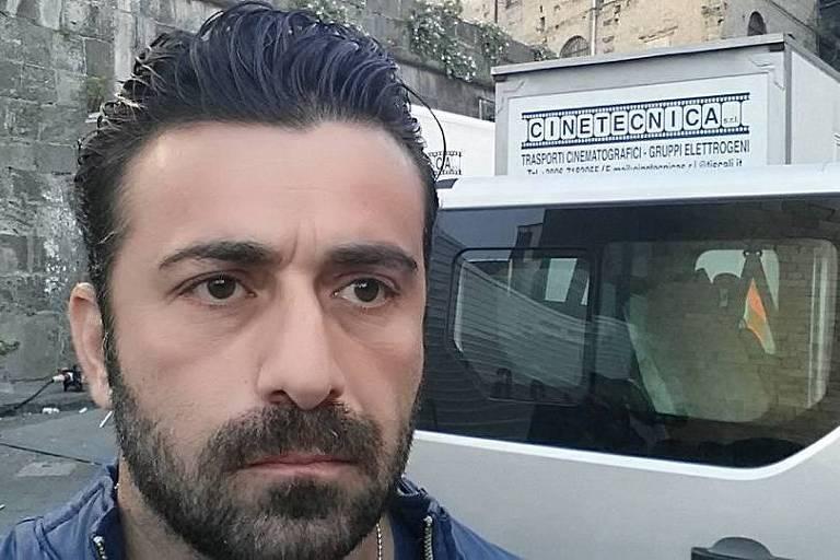 Ator Luca Franzese está isolado com sua irmã morta