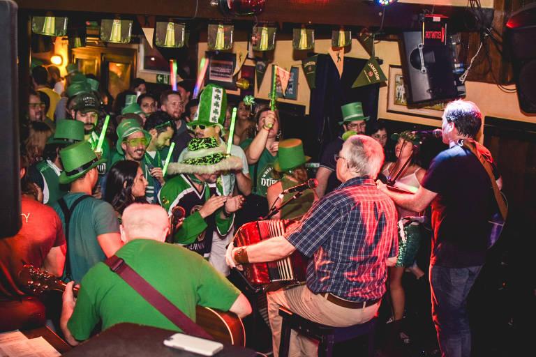 Dia de São Patrício leva chope verde, pratos especiais e música típica a diversos bares de SP