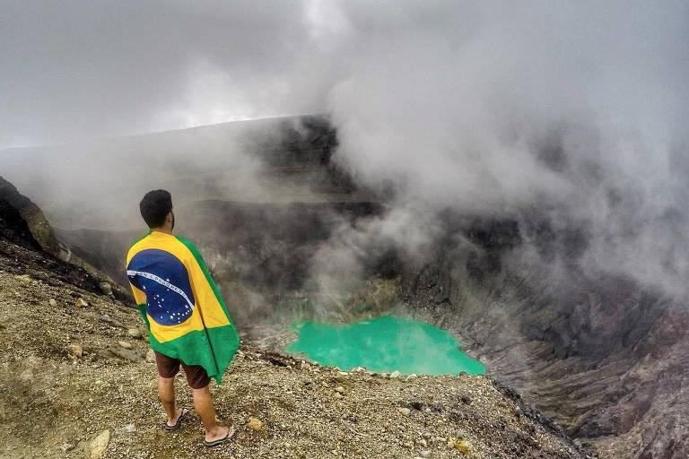 Anderson Dias visita vulcão Ilamatepec, em El Salvador