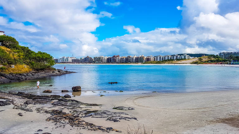 Praia do Forte, em Cabo Frio (RJ), cidade que é o eixo para a exploração da Região dos Lagos fluminense; ; voo direto entre São Paulo e a cidade chama paulistas ao destino