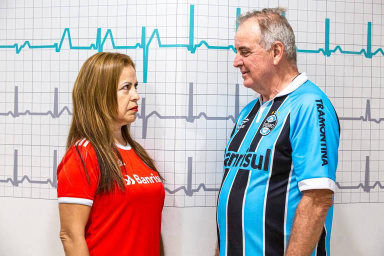 Os torcedores Luiz Felipe Sana, 68, do Grêmio, e Tânia Beatriz Lopes, 53, do Inter, no Hospital Moinhos de Vento, em Porto Alegre; Os torcedores já tiveram problemas cardíacos durantes jogos da dupla Gre-Nal