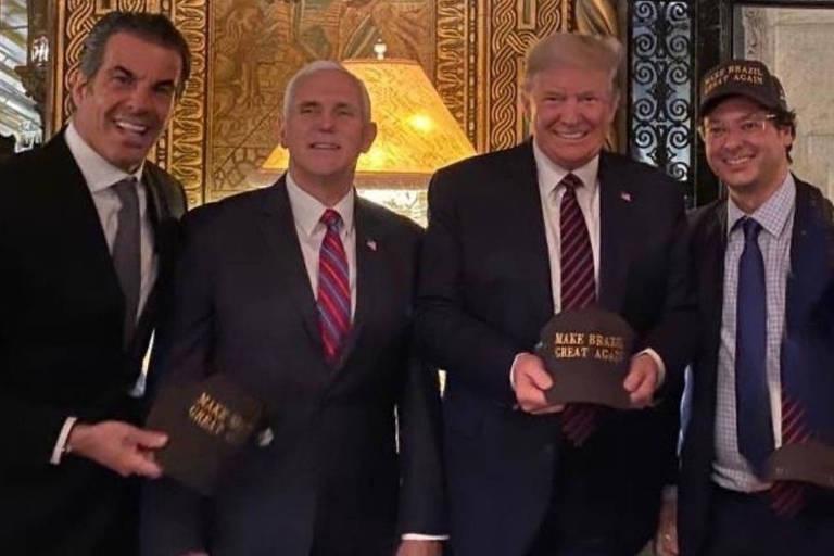 Fabio Wajngarten, à dir., ao lado de Donald Trump, seu vice, Mike Pence, e o empresário Álvaro Garnero durante a visita de Jair Bolsonaro à Flórida