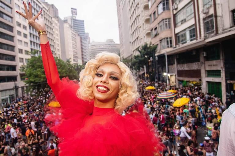 A drag Paola Cadillac, do bloco Minhoqueens