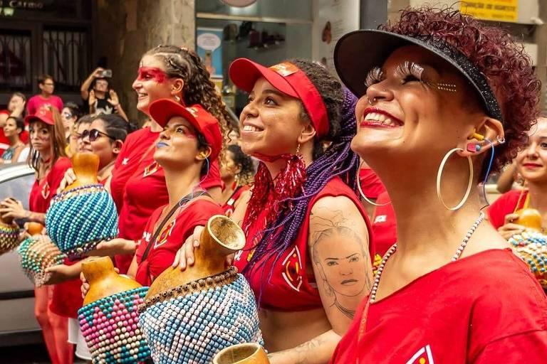 Desfile do bloco Siga Bem Caminhoneira