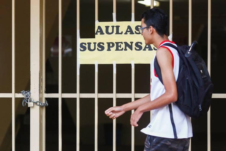 Escola fechada em Brasília por causa do coronavírus, por determinação do governo do DF