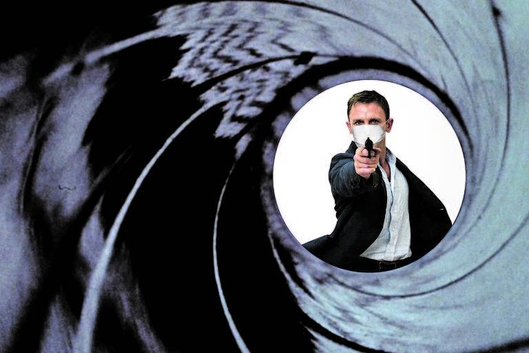 """Daniel Craig como o agente secreto James Bond; planejado para abril, o novo filme da franquia """"007"""", """"Sem Tempo para Morrer"""", entrará em cartaz apenas em novembro"""