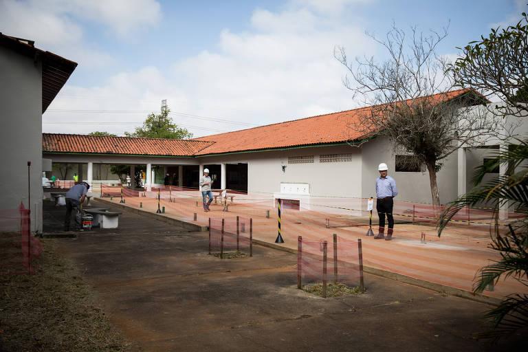 Canteiro de obras na escola Raul Brasil