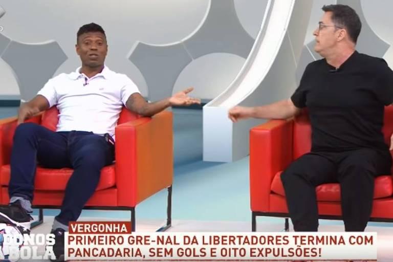 Comentarista e ex-jogador Edilson (à esq.) discute com repórter Fernando Fernandes