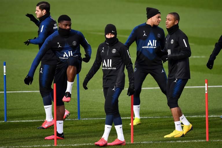 Jogadores do PSG em sessão de treino da equipe, em Paris, antes de quarentena