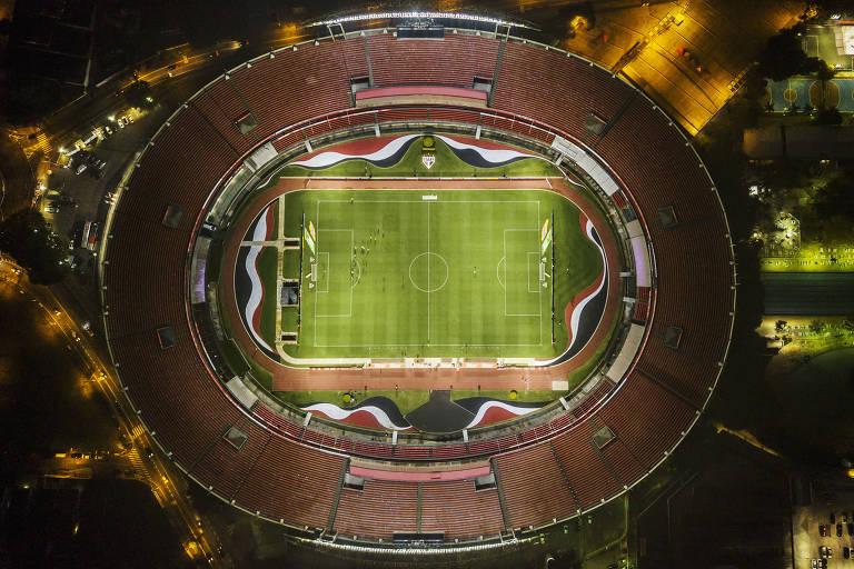 Imagem aérea do Morumbi sem público para o clássico entre São Paulo em Santos, pelo Estadual
