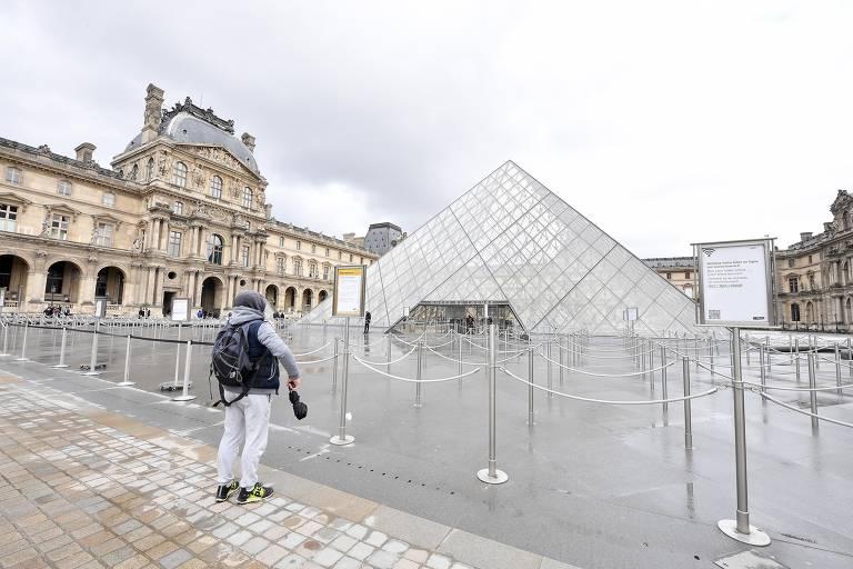 Paris fecha o Louvre mas mantém eleição com coronavírus; veja fotos de hoje