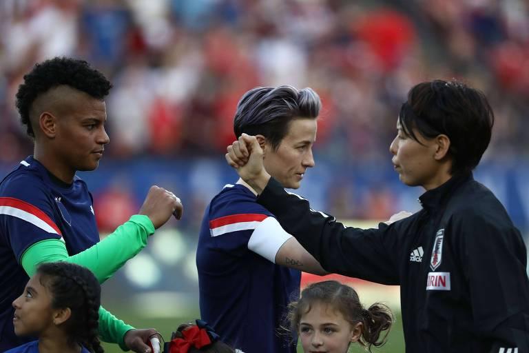 Jogo entre Estados Unidos e Japão na última semana teve cumprimentos com o cotovelo