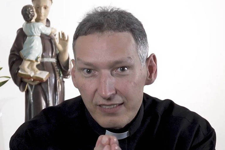Globo reprisa missa de Padre Marcelo, que fecha Santuário por causa do coronavírus