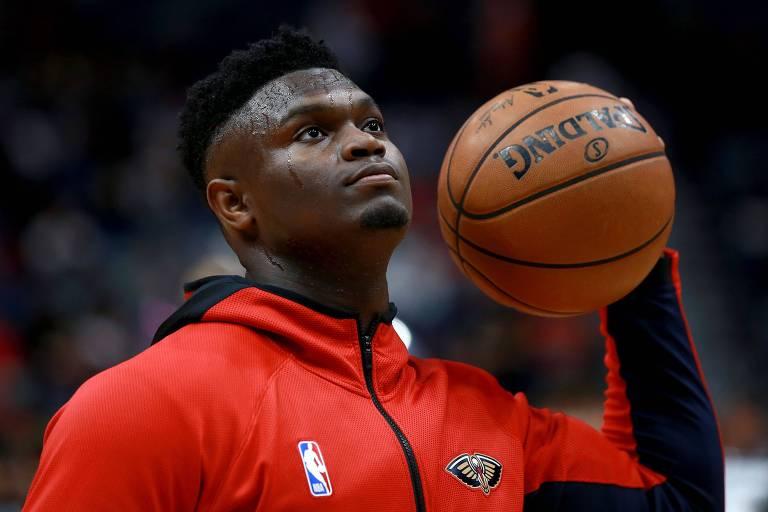 Zion Williamson, do New Orleans Pelicans, foi um dos atletas que anunciaram doações a funcionários da NBA