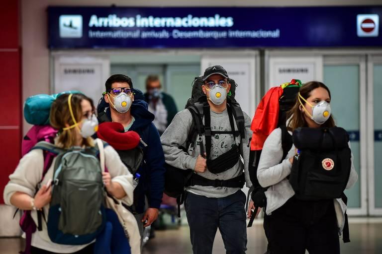 Portão de desembarque no aeroporto de Ezeiza, em Buenos Aires