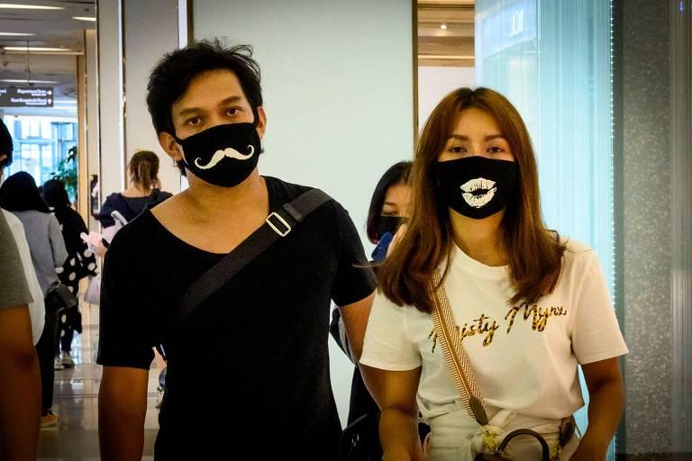 Máscaras contra coronavírus ganham detalhes divertidos na Tailândia; veja fotos de hoje