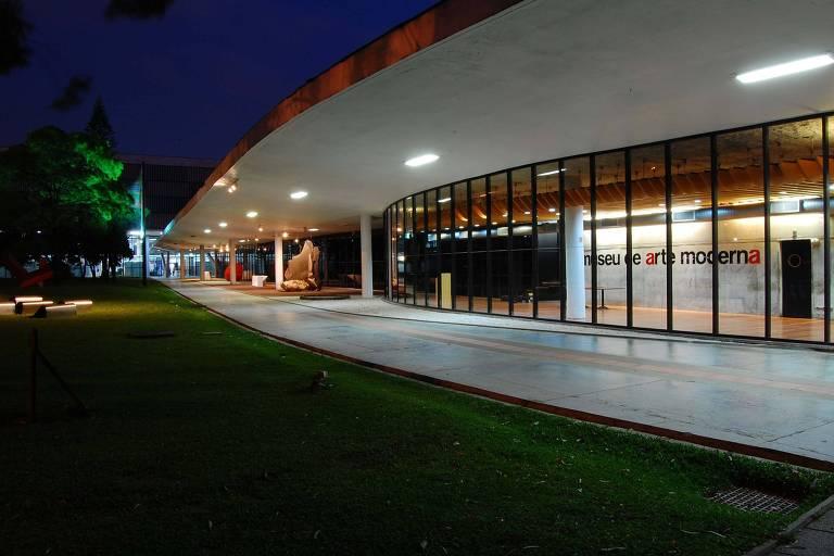 SÃO PAULO, SP, 03.10.2009: MUSEU-SP - Vista lateral do Museu de Arte Moderna de São Paulo (MAM), no parque Ibirapuera na zona sul de São Paulo