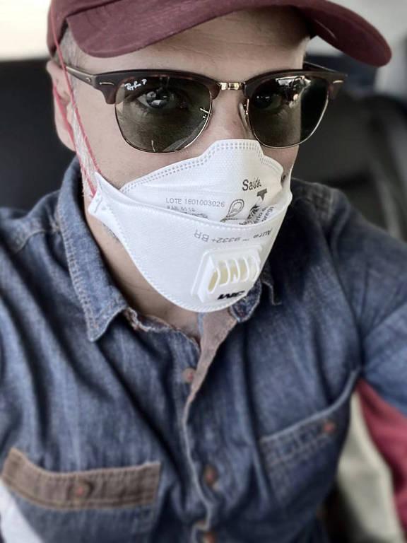 Famosos usam mascaras para se protegerem do coronavírus