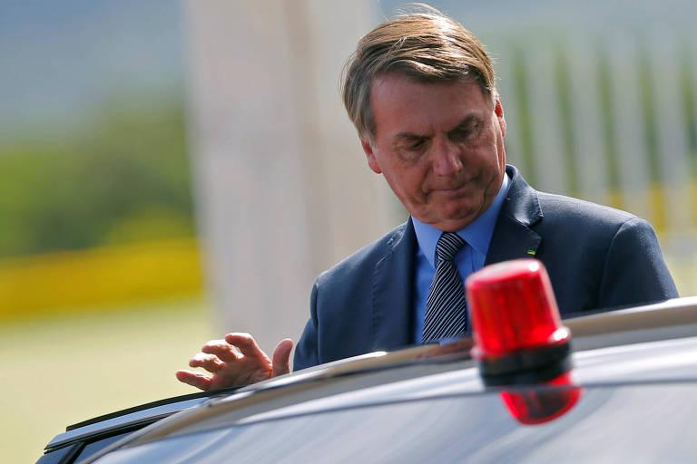 O presidente Jair Bolsonaro deixa o Palácio da Alvorada, em Brasília
