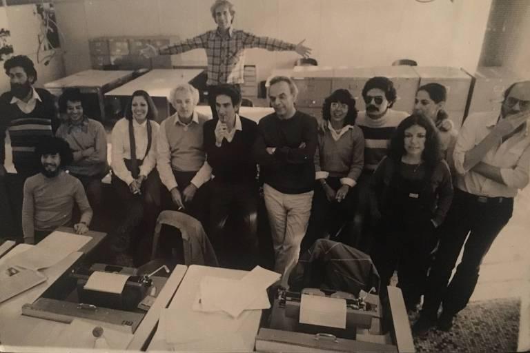 Equipe da Ilustrada na redação em 1980