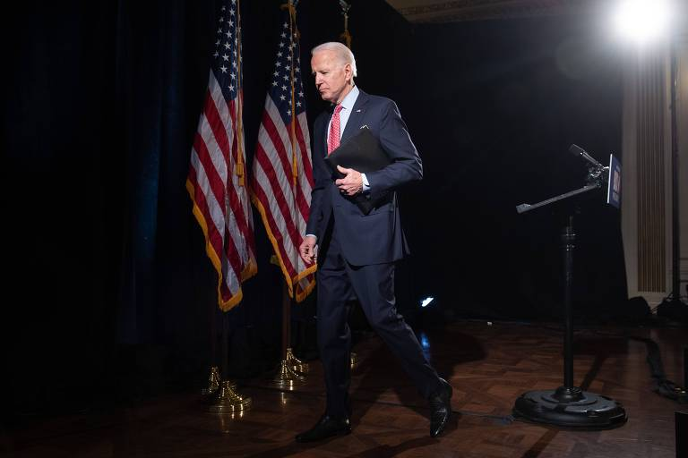 O ex-vice-presidente e pré-candidato democrata Joe Biden após falar sobre o coronavírus em Wilmington, Delaware