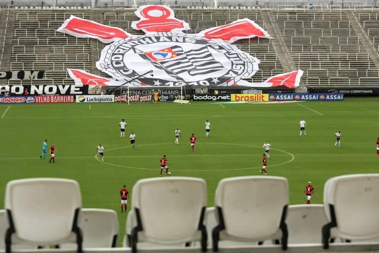 Jogo entre Corinthians e Ituano, pelo Campeonato Paulista, já com portões fechados antes da paralisação