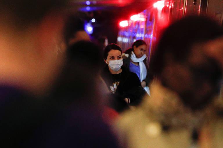 Passageiro com máscara no metrô de Washington, nos EUA