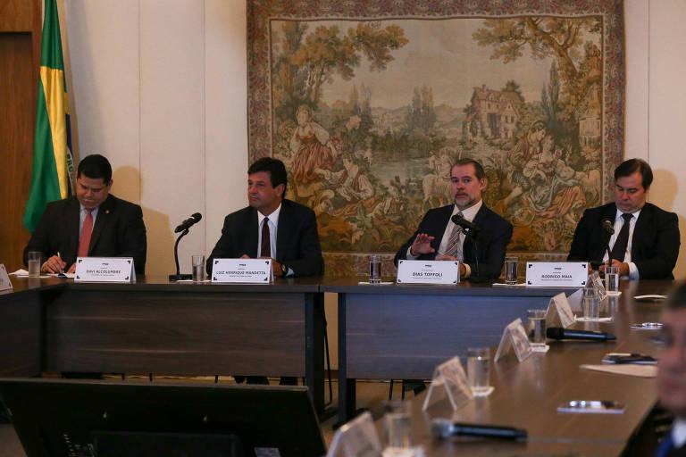 Senador Davi Alcolumbre, o ministro Luiz Henrique Mandetta, o ministro Dias Toffoli e Rodrigo Maia, em encontro nesta segunda (16)