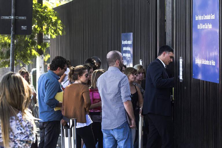 Fila no consulado dos EUA em São Paulo