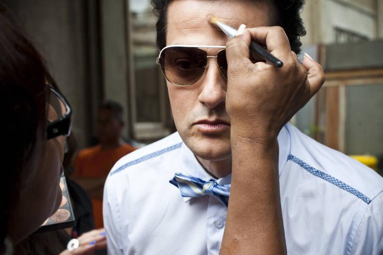 Globo suspende novelas e distribui kits de maquiagem pessoais