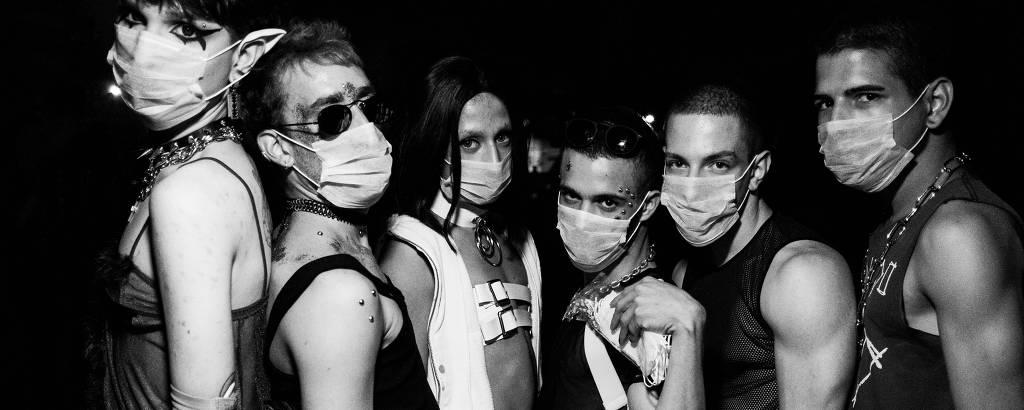 Frequentadores usam máscara em baladas de São Paulo em tempos de coronavírus