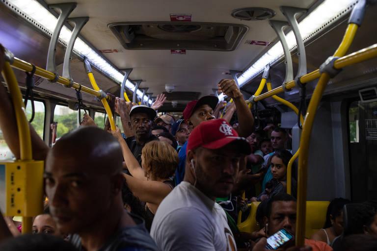 Transporte público no Rio de Janeiro cheio apesar do coronavírus