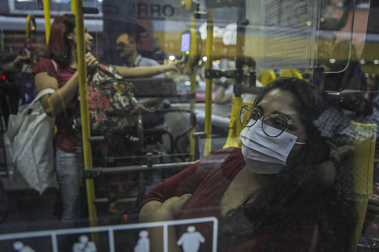 Ônibus em SP ficam sem álcool e higienização