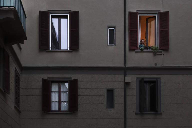 Brasileiro fotografa vizinhos em janelas durante quarentena doméstica na Itália