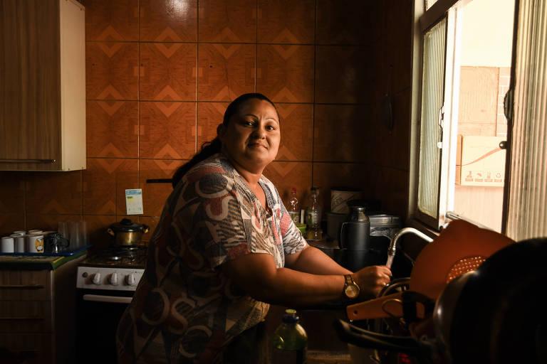 Diaristas sofrem com corte de dias de trabalho por crise do coronavírus