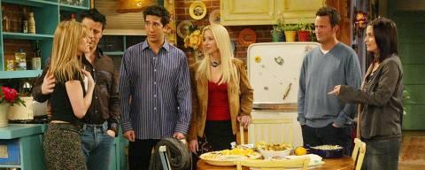 ORG XMIT: 385301_1.tif A partir da esq.: os atores Jennifer Aniston, Matt LeBlanc, David Schwimmer, Lisa Kudrow, Matthew Perry, e Courtney Cox Arquette, em cena do último episódio do seriado