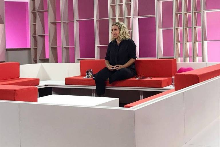 Astrid Fontenelle apresenta Saia Justa sozinha no estúdio