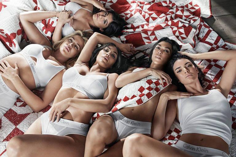 Martini com Kris Jenner e viagens pelo mundo: a vida com a família Kardashian
