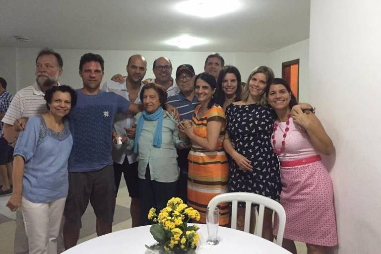 Lucia Maria de Freitas Ribeiro (1929-2020) e os dez filhos