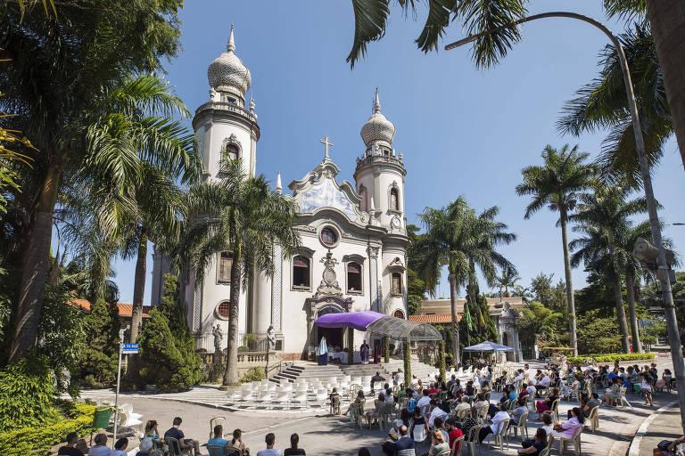 Prefeitura negocia suspensão de cultos e dom Odilo manda carta a padres