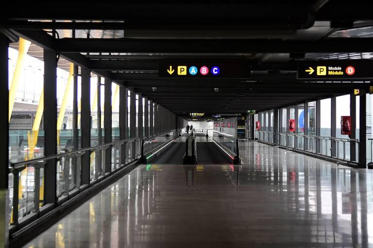 Aeroporto de Madrid-Barajas, na Espanha; país é o quarto mais atingido pela Covid-19, com 833 mortes e 18.077 infecções