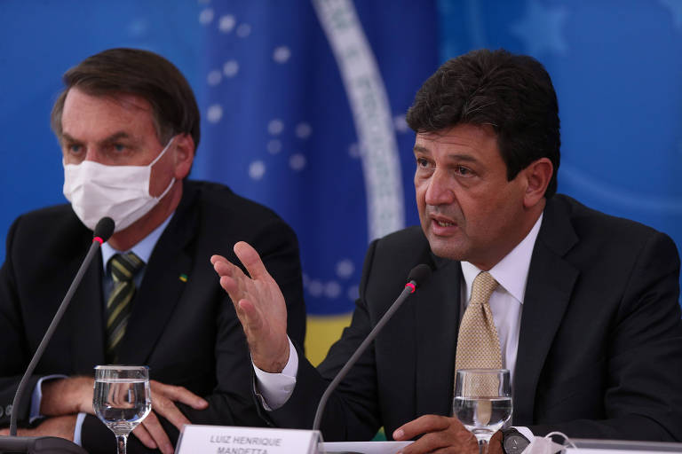 O presidente Bolsonaro e o ministro da Saúde, Luiz Henrique Mandetta, em entrevista coletiva no Palácio do Planalto